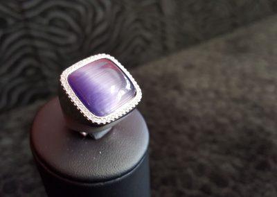 Bague-argent-zirconiums-blancs-et-zirconium-cabochon-violet-3-400x284