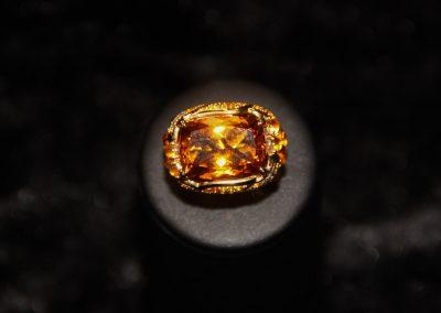 Bague-jonc-or-jaune-citrine-coussin-citrines-cabochons-et-diamants-2-400x284