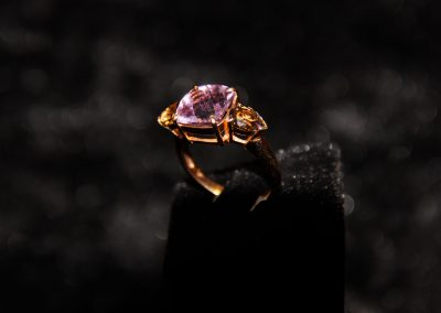 Bague-or-rose-amethyste-coussin-et-quartz-fumé-poire-2-400x284