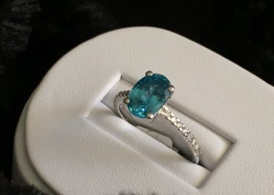Bague-or-blanc-diamant-zircon-bleu-400x284