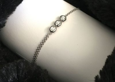 Bracelet-or-blanc-trois-diamants-400x284