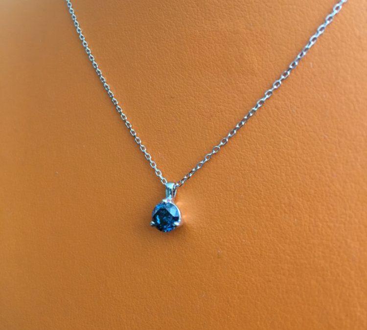Collier or blanc diamant bleu