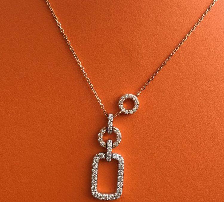 Collier or rose et diamants