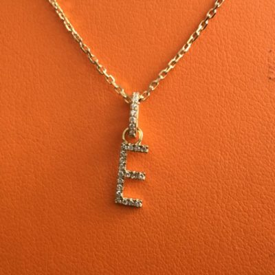 Collier-pendentif-lettre-or-jaune-diamants-1-400x400