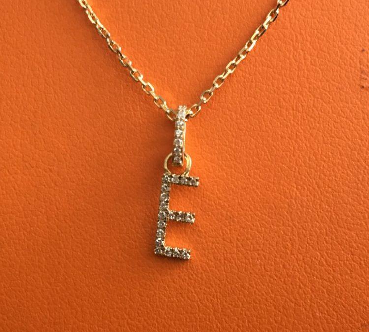 Collier pendentif lettre or jaune diamants